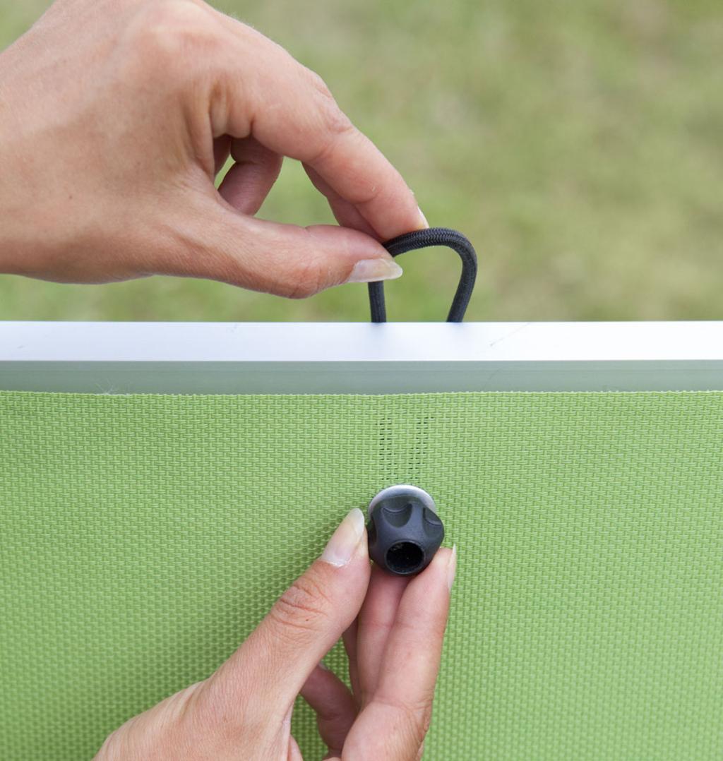 laccio elastico per installazione di tendina a occhielli. Black Bedroom Furniture Sets. Home Design Ideas